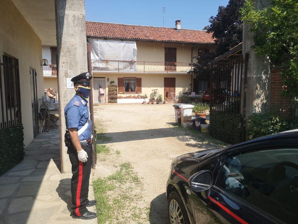 CARMAGNOLA - Omicidio-suicidio: il movente è un mistero. I carabinieri battono ogni pista
