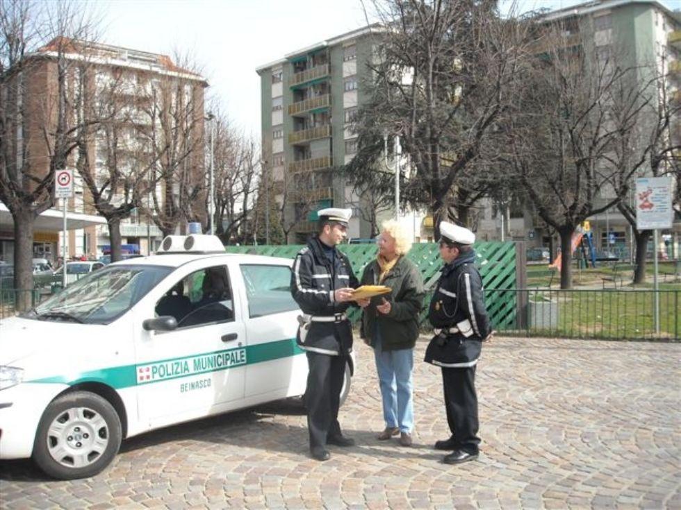BEINASCO - Gli agenti del comando di polizia locale chiedono il trasferimento in massa: polemica sui nuovi turni