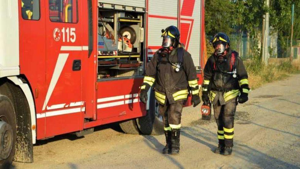 NICHELINO - Incendio rifiuti in via Parri: forse rogo appiccato dall'esasperazione