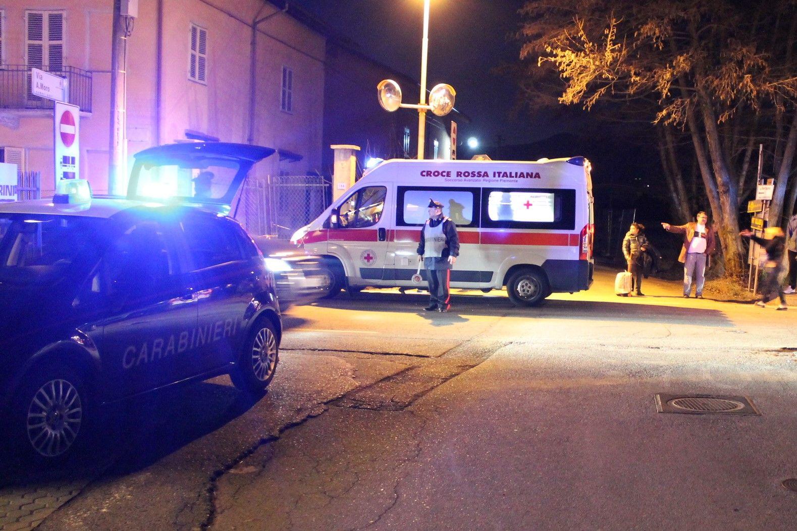 NICHELINO - Minaccia e ferisce il compagno con un coltello poi aggredisce i carabinieri: arrestata