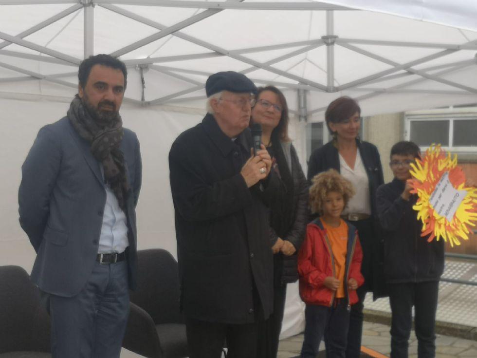 MONCALIERI - Il vescovo Nosiglia inaugura la nuova sede di 'Immaginazione e Lavoro'