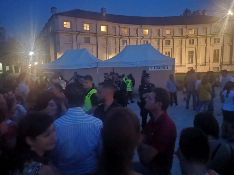 NICHELINO - Troppi accrediti gratis e 700 fans di Eros restano fuori dal concerto