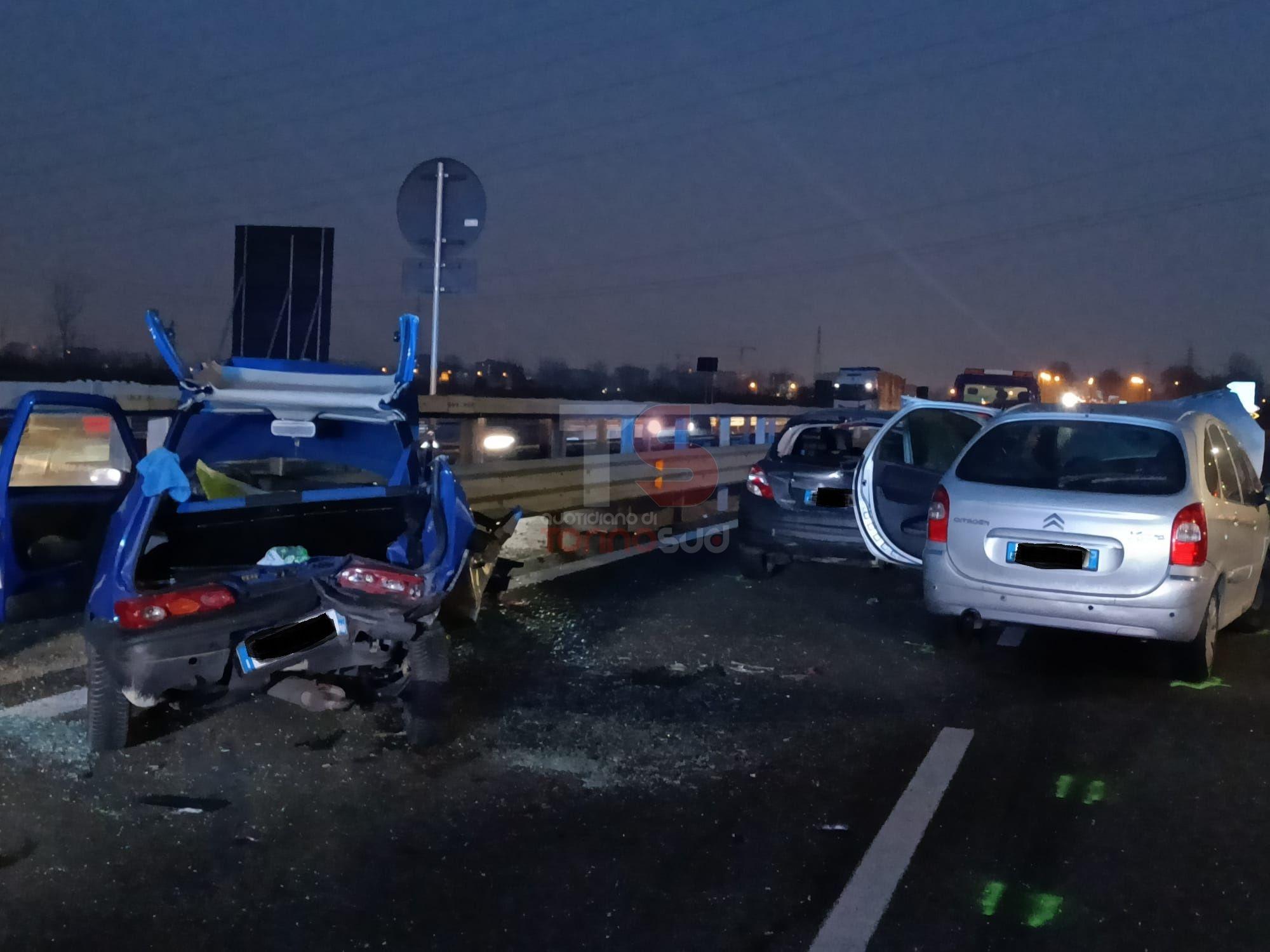 NICHELINO - Brutto incidente sulla via Debouché: tre feriti, uno grave e strada parzialmente chiusa