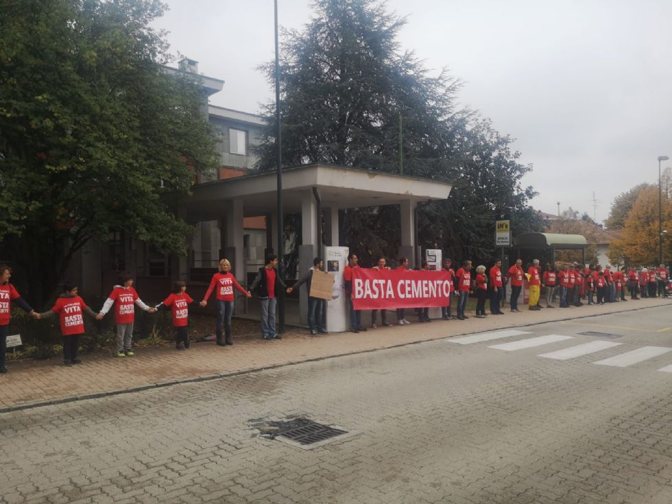 RIVALTA - Flash mob contro la cementificazione sul territorio