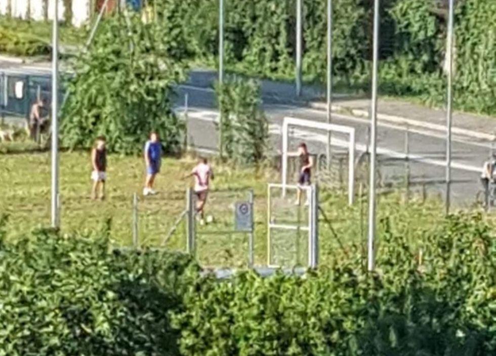 VIRUS - Lo sport di squadra è ancora vietato ma impazzano partitelle di calcetto e basket