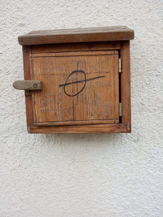 BRUINO - Croce celtica sulla sede della libreria antifascista