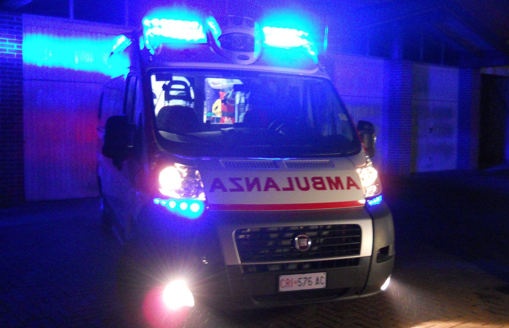 MONCALIERI - Rallenta l'ambulanza diretta al pronto soccorso con un paziente covid: automobilista denunciato per interruzione di pubblico servizio