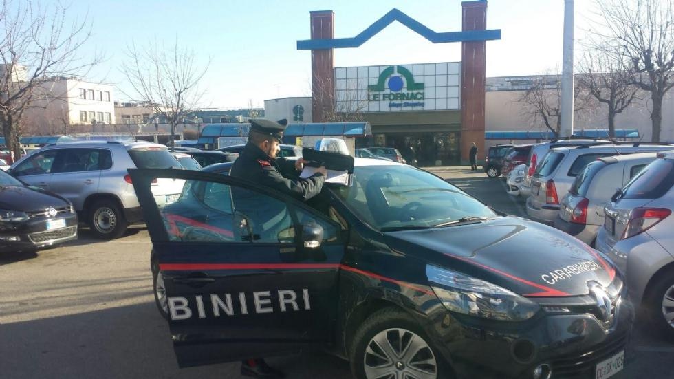 BEINASCO - Due ladre di scarpe denunciate dopo un doppio furto alle Fornaci