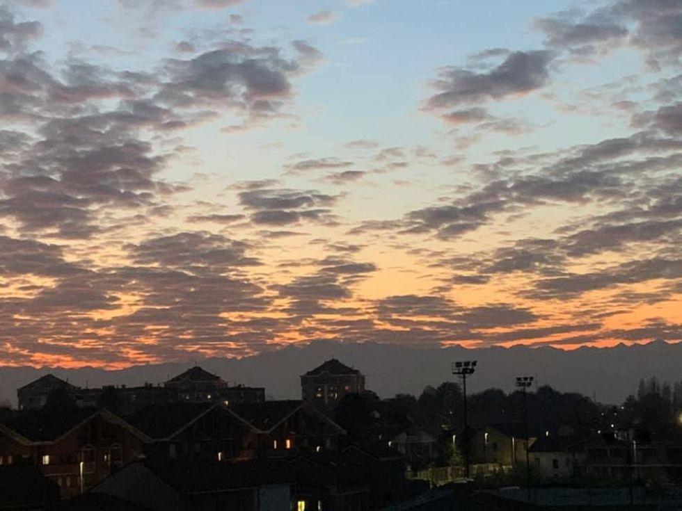 CINTURA - Un tramonto nel cielo a pecorelle...e le foto sono virali