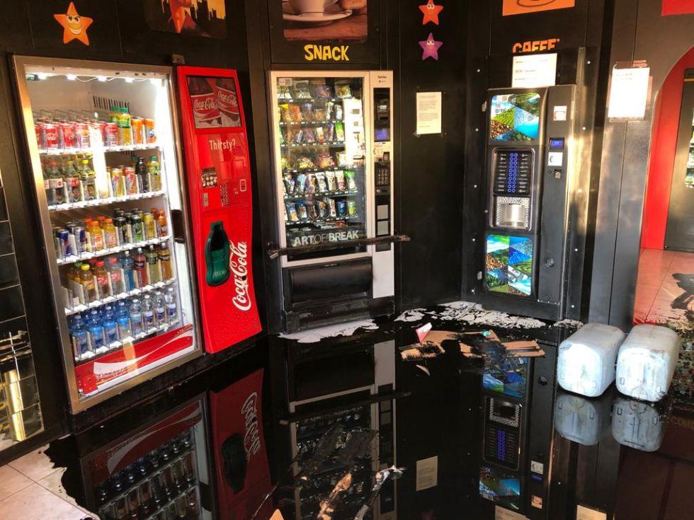 MONCALIERI - Taniche d'olio svuotate nel negozio di alimentari: vandali o avvertimento?