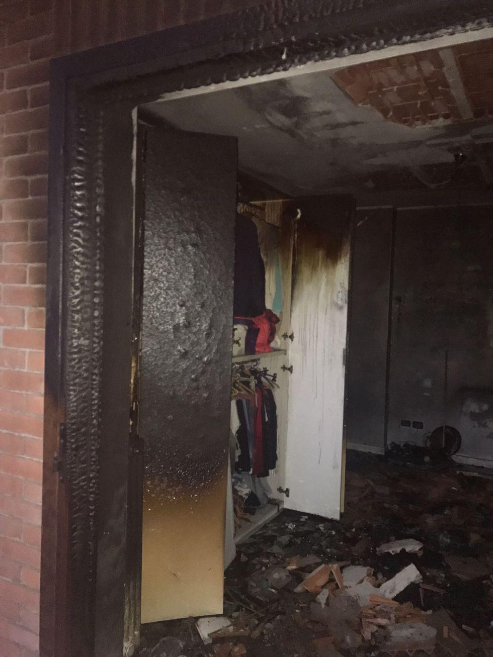 PIOSSASCO - Va a fuoco un appartamento, evacuata una palazzina in via Riva Po - LE FOTO -