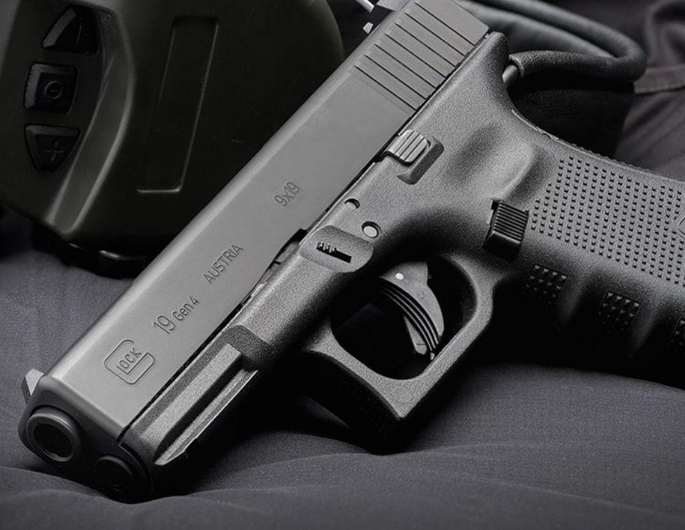 MONCALIERI - Furto in appartamento, rubate tre pistole