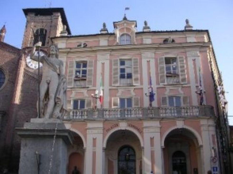 MONCALIERI - L'accusa dei Moderati: 'Tempi biblici per carta d'identità'. Il sindaco: 'Falso, 48 ore per chi la smarrisce'