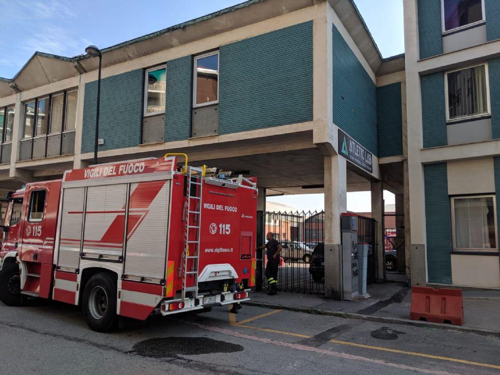 BEINASCO - Incendio in un'officina meccanica: intervento dei vigili del fuoco - FOTO