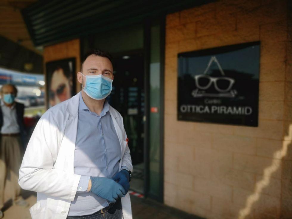 RIVALTA - Tre spaccate in tre mesi, ma l'ottico non si arrende: 'Non mi ha fermato nemmeno il virus'