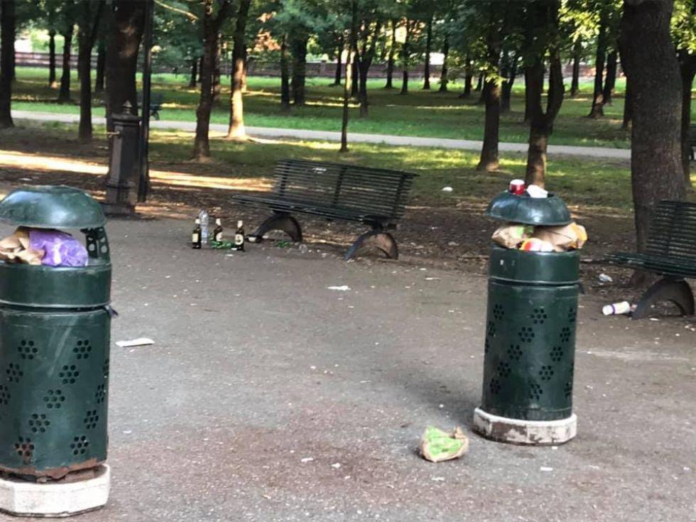 MONCALIERI - Il parco Lancia trasformato in un immondezzaio