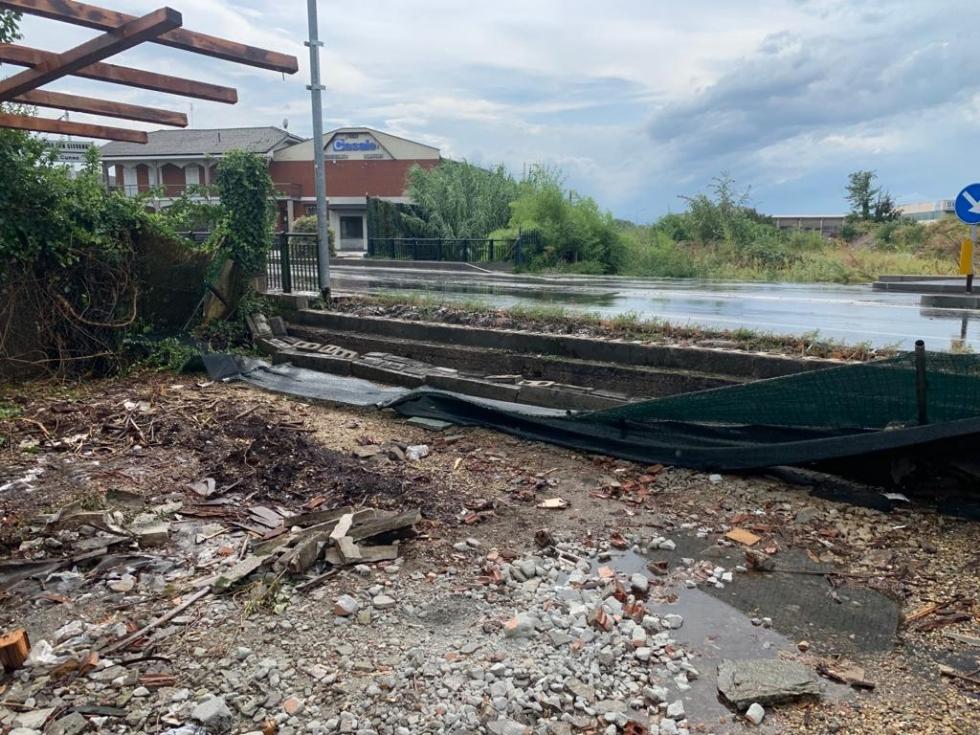 MALTEMPO - Alberi caduti e vento forte: pomeriggio di preoccupazione in cintura