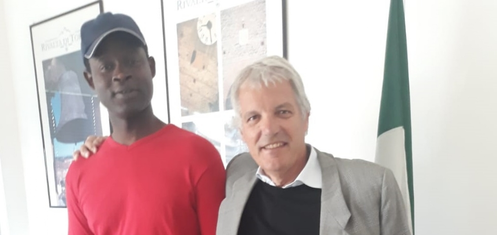 RIVALTA - Il sindaco iscrive all'anagrafe un migrante, violando il decreto sicurezza