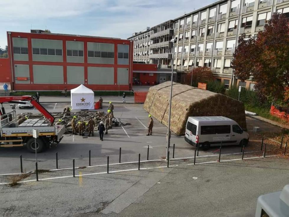 ORBASSANO - Allarme covid, l'Esercito potenzia l'ospedale con una tensostruttura esterna