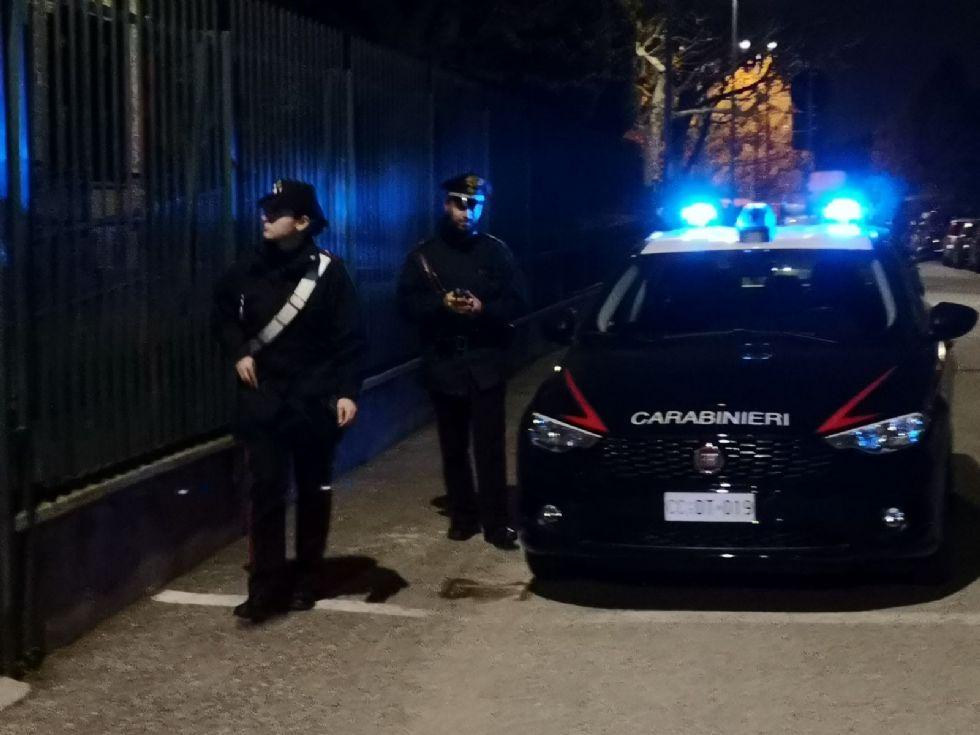 VINOVO - I carabinieri intervengono su una lite e scoprono tre pistole