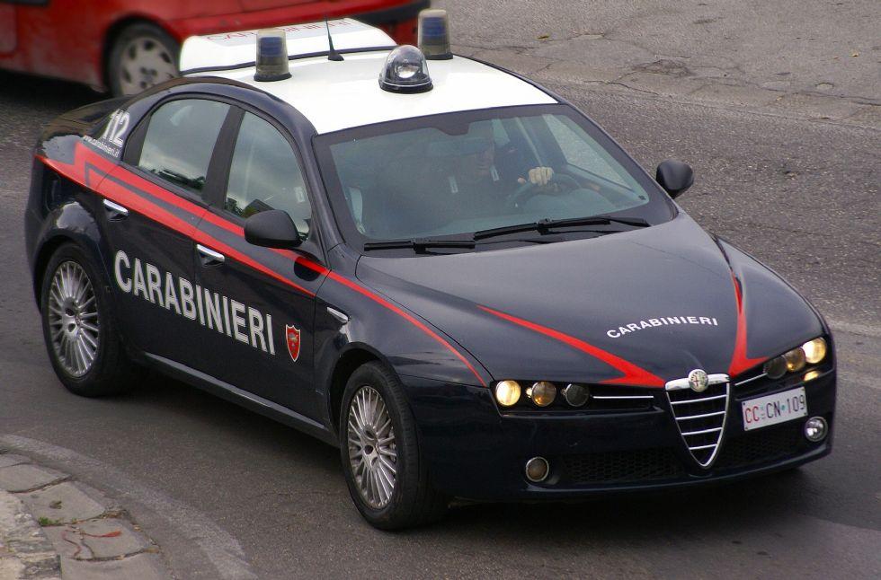 MONCALIERI - Vuole suicidarsi con medicinali e alcol: la salvano i carabinieri