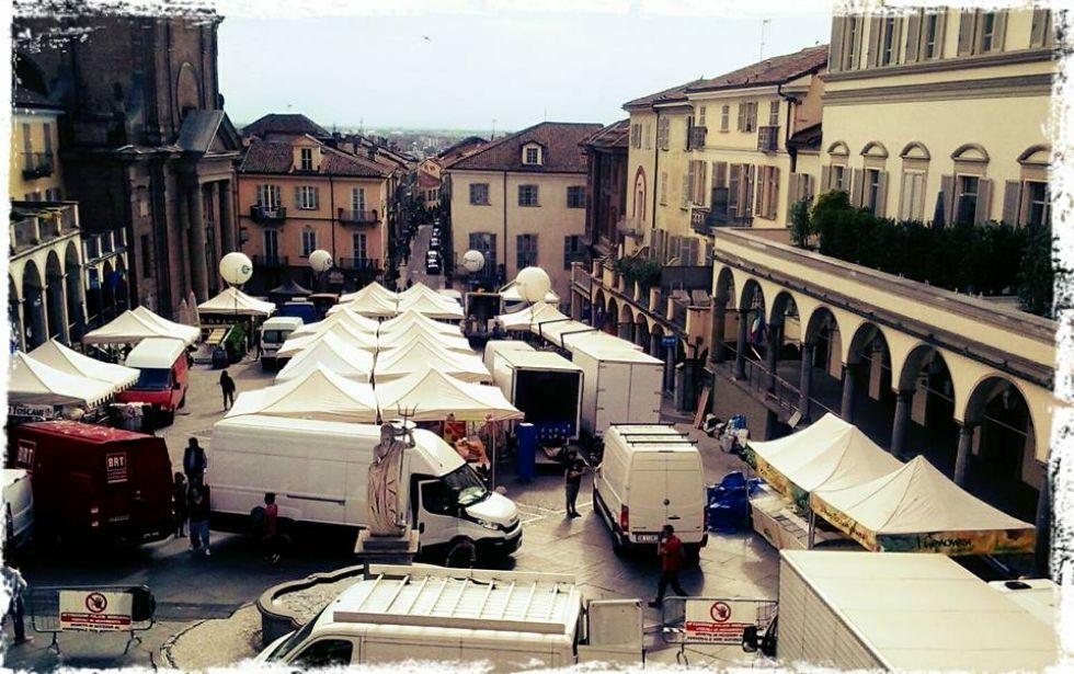 MONCALIERI - Da domani il mercato del venerdì dice addio a piazza Vittorio Emanuele