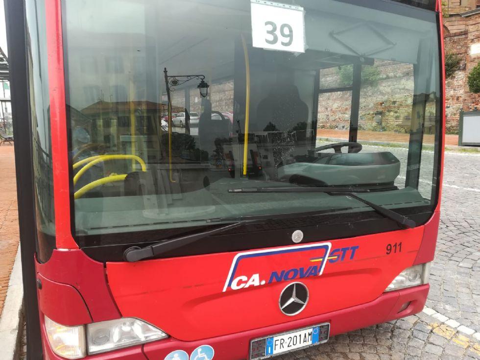 MONCALIERI - Scippata del cellulare mentre aspetta l'autobus