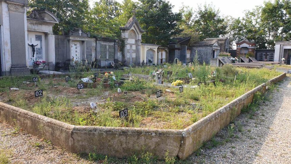 NICHELINO - Di nuovo problemi con l'erba alta nei cimiteri