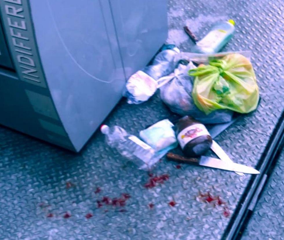 MONCALIERI - Abbandonano coltelli nell'area ecologica e il netturbino si ferisce