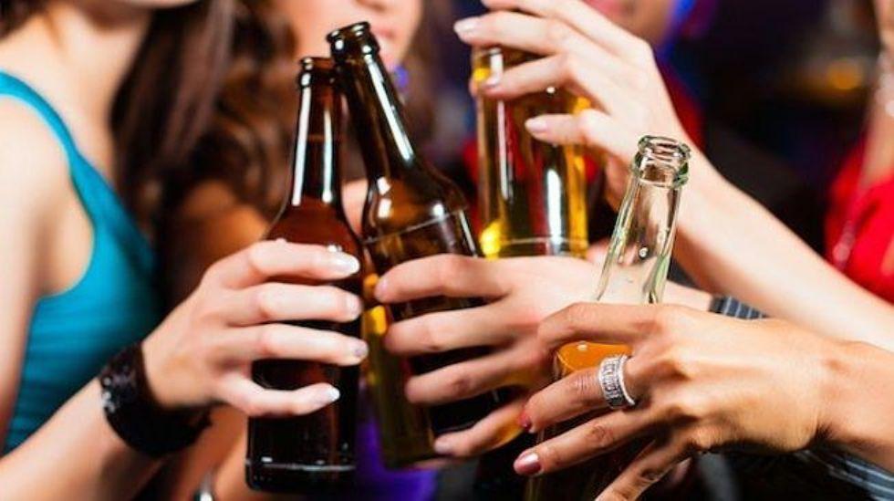 CARMAGNOLA - Il Comune vieta il consumo di alcolici dalle 18.30 alle 7 del mattino