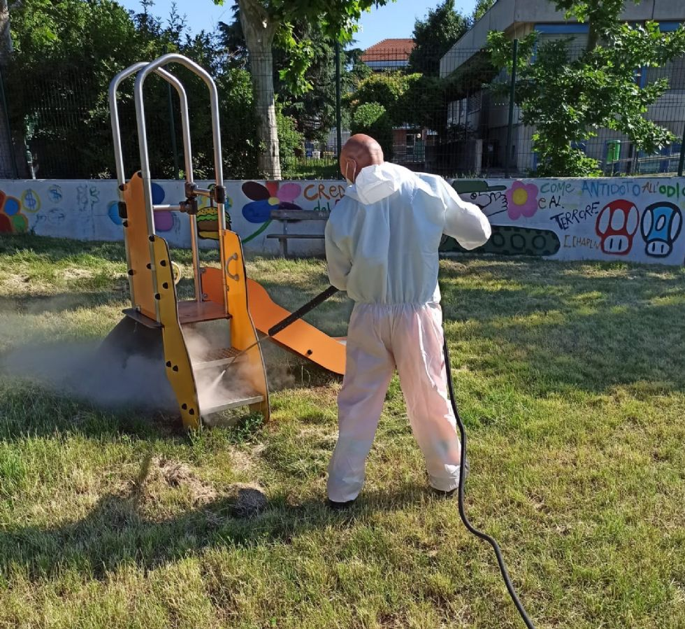 RIVALTA - Sanificati e riaperti i primi sette parchi giochi e giardini del Comune