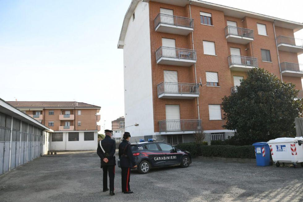DRAMMA A CARMAGNOLA - Si impicca sul balcone di casa: inutili tutti i soccorsi