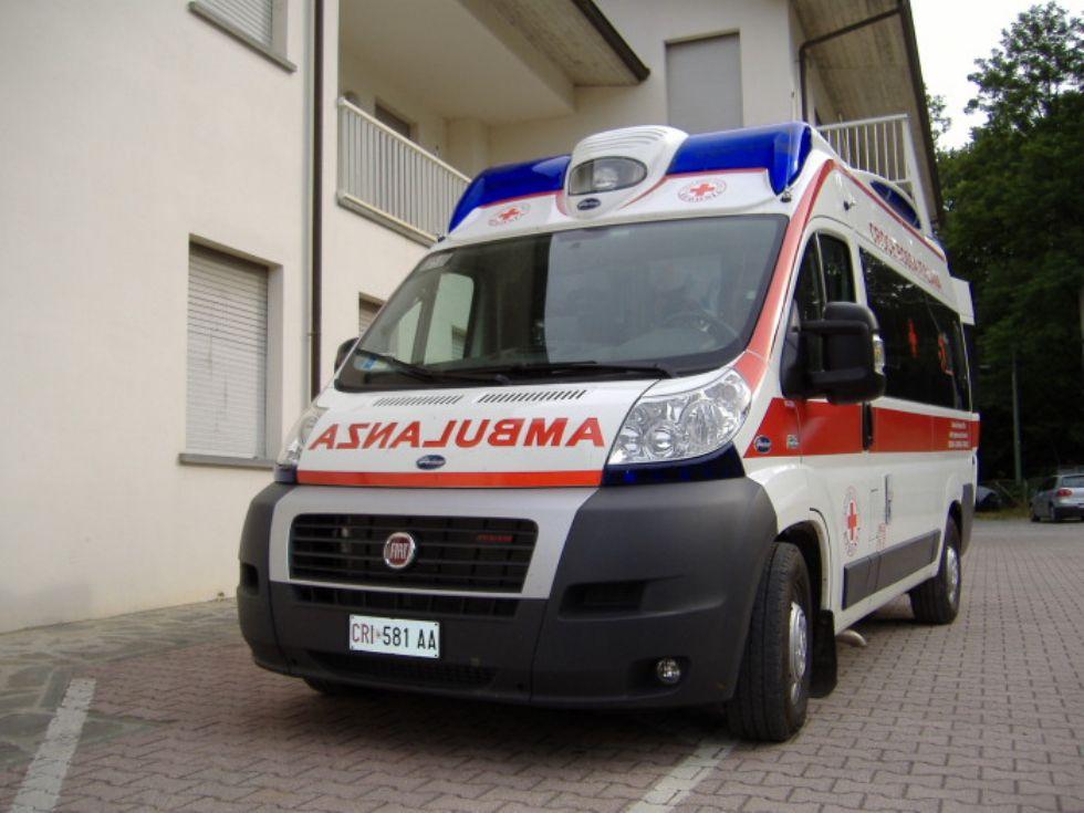 PIOSSASCO - Tenta di uccidersi tagliandosi le vene: salvata dai carabinieri