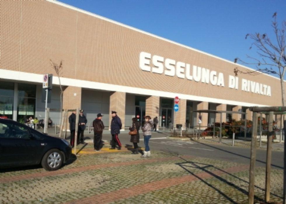 RIVALTA - Vogliono fare la spesa gratis all'Esselunga, ma vengono denunciate