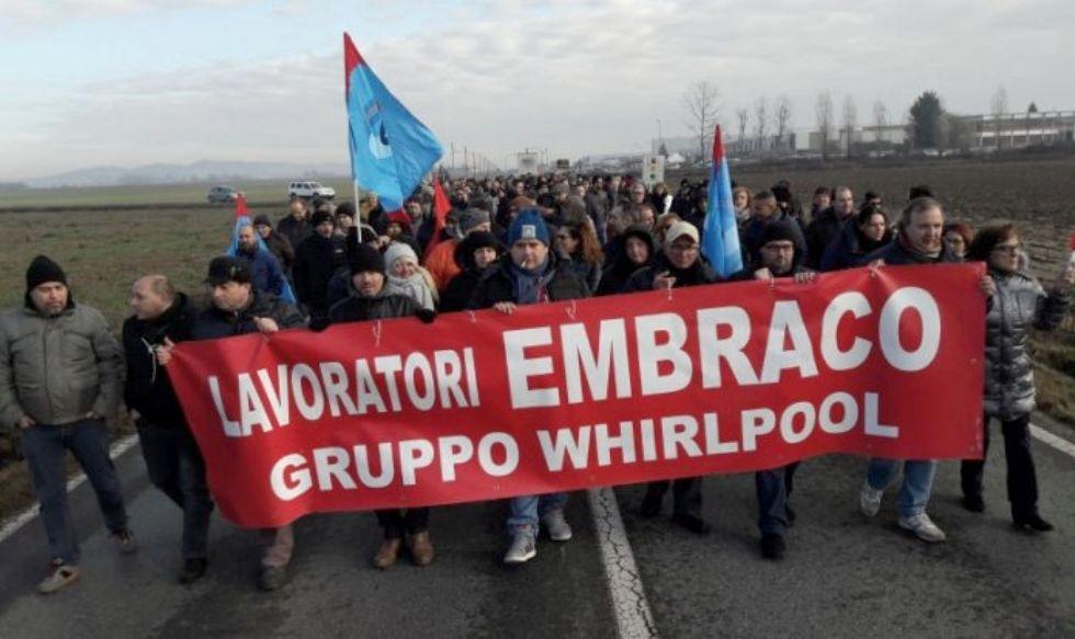 LAVORO - Ex Embraco, i lavoratori senza lo stipendio di ottobre protestano a Milano