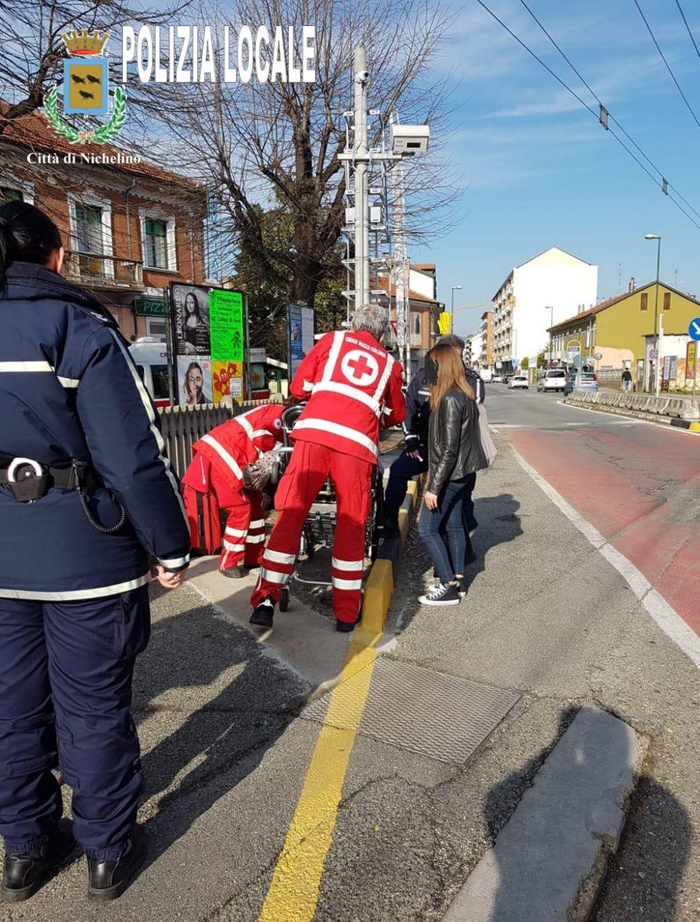NICHELINO - Colpita da un malore mentre cammina vicino alla stazione