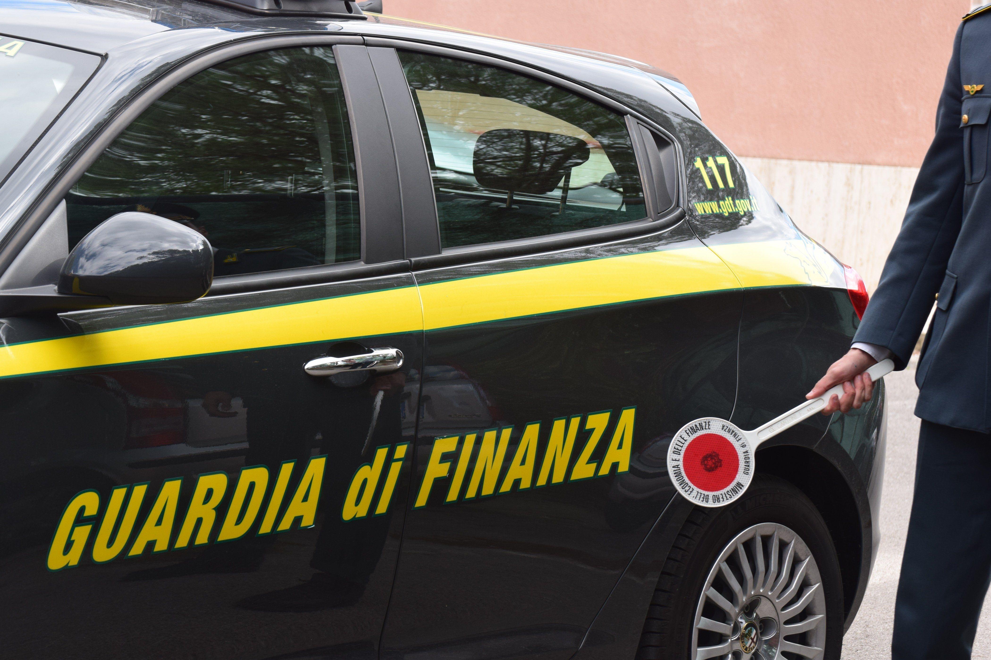 CRONACA - La Guardia di finanza sequestra articoli finti Made in Italy nei supermercati di tutta la provincia