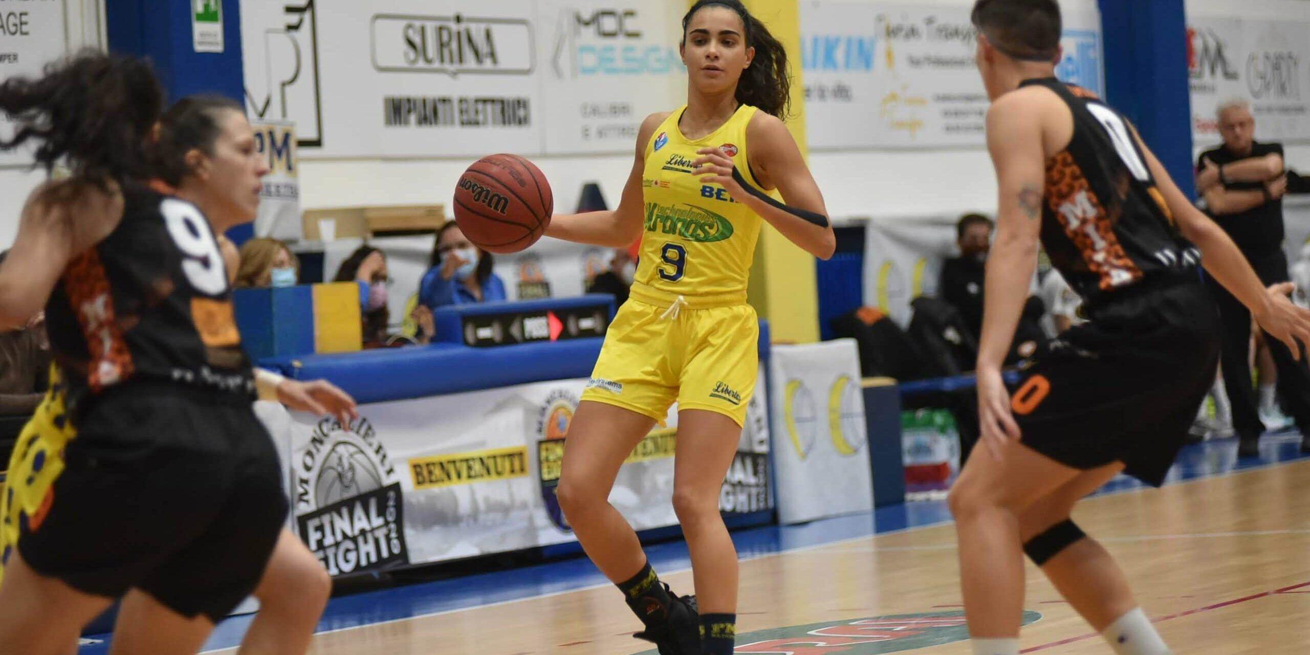 MONCALIERI - Sport, gara uno finale play off basket femminile: la Akronos batte Milano