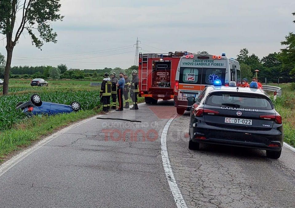 VINOVO - Perde il controllo della macchina ed esce di strada