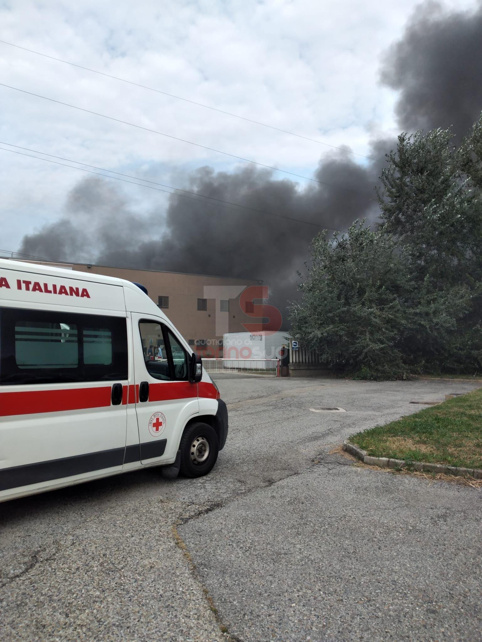 TROFARELLO - Grave incendio all'interno della ditta Csi