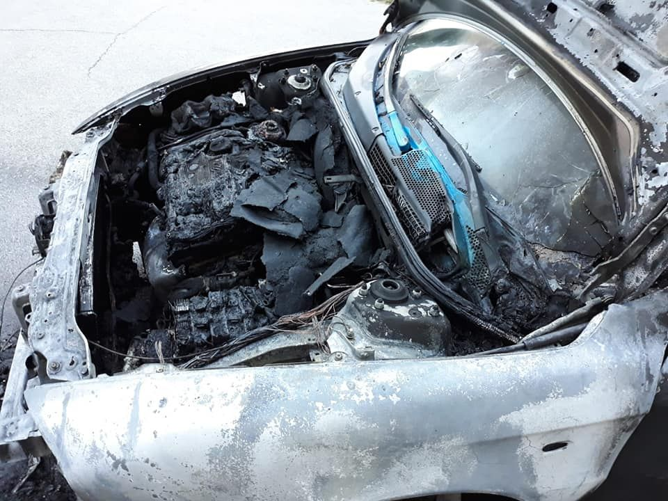 NICHELINO - Auto in fiamme vicino al teatro Superga: il boato sveglia molti residenti