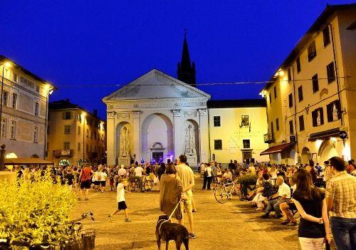 CARMAGNOLA- Tornano i 'giovedì sotto le stelle', nel centro storico della città