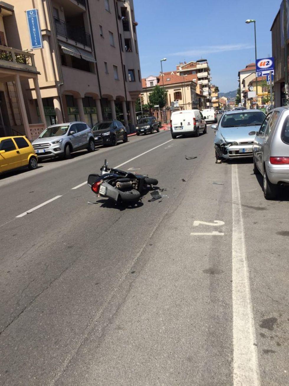 NICHELINO - Incidente in via Torino: scooterista in ospedale