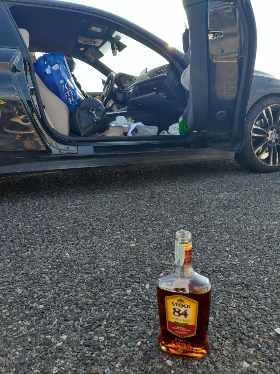 TROFARELLO - Al volante dell'auto bevendo brandy: ubriaco in tangenziale denunciato