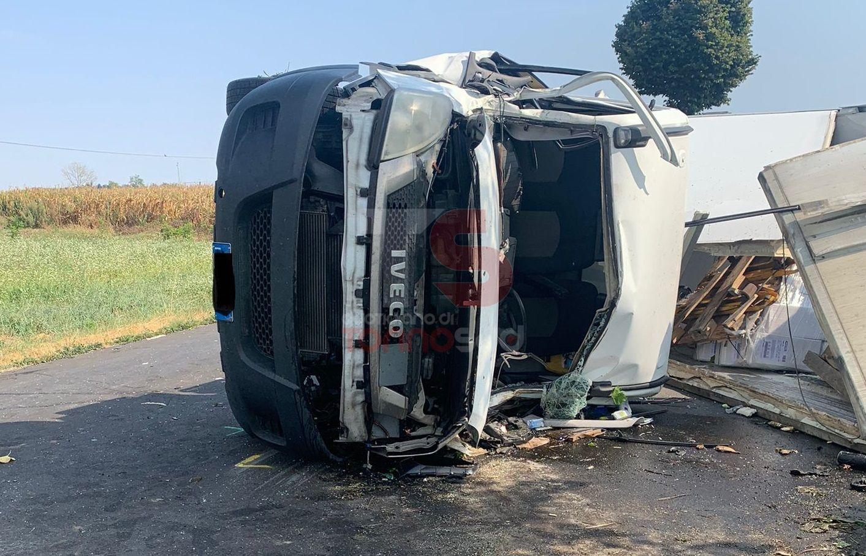 CARMAGNOLA - Paura in via Sommariva: scontro frontale tra due veicoli