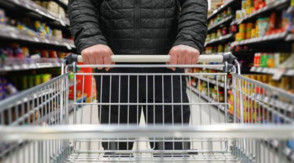 VIRUS - Il grido di allarme degli addetti ai supermercati: 'Serve l'obbligo della mascherina anche ai clienti'