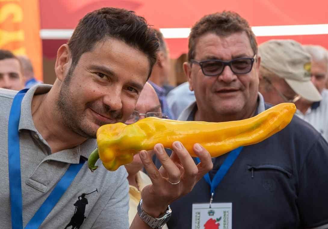 CARMAGNOLA - Il bilancio della fiera: 130 mila chili di peperoni venduti